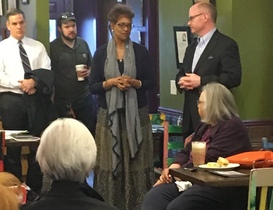 Lilly Hosts Conversation and Legislative Update for Constituents in Oak Park