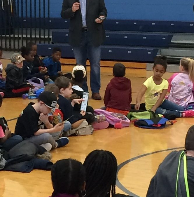 Hoffman Visits Franklin Elementary School to Greet Local Students in Belleville